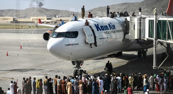 Chaos has erupted as hundreds of refugees try to flee Afghanistan